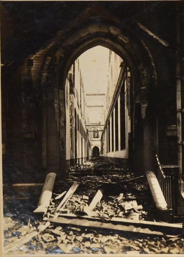 ALBUM OF PHOTOGRAPHS OF THE AFTERMATH OF THE KANTO EARTH QUAKE OF 1923. PHOTOGRAPHY - JAPAN.